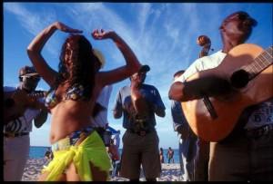 Сальса-вечеринка на пляже
